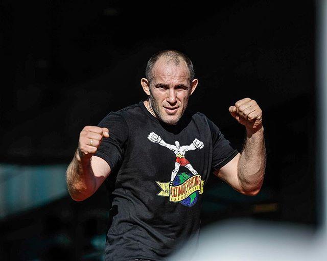 Олейник: Макгрегор будет драться не на моем турнире 18 января