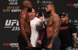 Фото: Взвешивание участников UFC 239