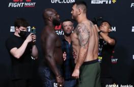 Фото: Взвешивание участников UFC Fight Night 189
