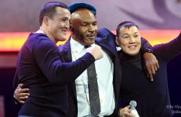 FSNews: Лебедев вручил Тайсону берет ВДВ, Макгрегор ударил мафиози