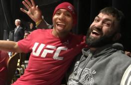 Кадр дня: Андрей Орловский и Джон Додсон после UFC 222