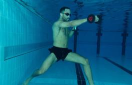 Кадр дня: Джеймс Дигейл в бассейне