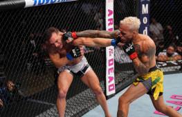Лучшие моменты поединка Оливейра-Чендлер за титул UFC в легком весе