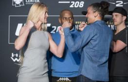 Видео дуэли взглядов бойцов UFC 208