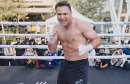 Кадр дня: Оскар Де Ла Хойя готовится к возвращению на ринг