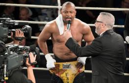 Тренер Роя Джонса заявил, что боксер готов провести бой с Оскаром Де Ла Хойей