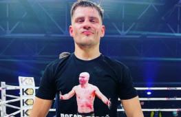 Денис Беринчик досрочно победил Артема Лобова