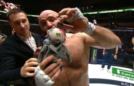Грозная реакция Исмаилова: Кукла с топором в голове (видео)