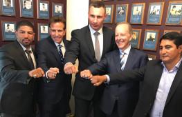 Кадр дня: Новые члены Международного зала боксерской славы