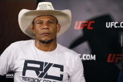 Боец UFC Алекс Оливейра получил ранения от взрыва гранаты