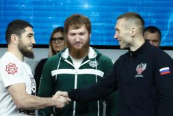 Андрей Сироткин победил Апти Устарханова