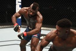 Бойцы восхитились нокаутом Бакли. Кормье и Роган назвали его лучшим в истории UFC