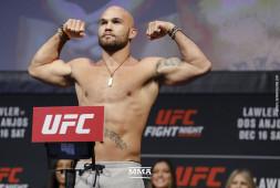 Видео: Взвешивание участников UFC on Fox 26