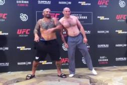 Взвешивание перед турниром UFC в Москве, два бойца не уложились в вес (видео)