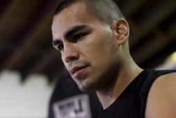 Карлос Молина вернулся на ринг, одержав победу нокаутом