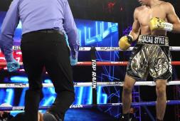 Жанибек Алимханулы нокаутировал соперника и бросил вызов чемпионам