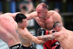 UFC в Вегасе: Спивак-Оленйник, Зомби-Иге, лучшие моменты (видео)