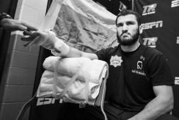 Бетербиев подтвердил, что ждет контракт на бой против Смита