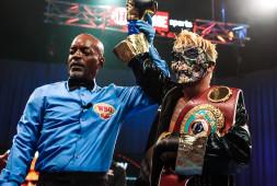 Чемпион WBO Джон Риль Касимеро победил Дьюка Мику