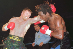 Стив Коллинз получил боксерскую лицензию