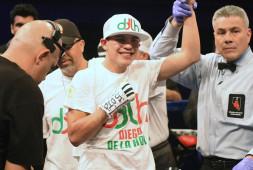 Кадр дня: Диего Де Ла Хойя празднует победу над Джованни Дельгадо