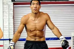 Тренировка китайского супертяжеловеса Тайшана Донга