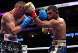 Хуан Франсиско Эстрада победил Романа Гонсалеса раздельным решением