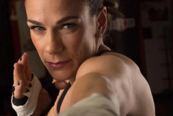 Елена Мрдженович защитила пояса WBC и WBA