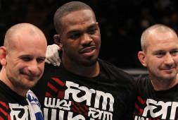 Майк Винкелджон: Джонс победит Нганну досрочно в конце боя