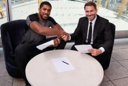 Энтони Джошуа подписал новый контракт с Matchroom