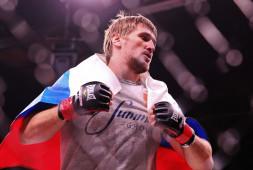 Виталий Минаков победил Питера Грэхема болевым приемом