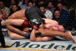 Олейник о победе на UFC 246: Красивый болевой получился