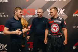 Чемпионский потенциал, — Побеждавшего Петра Яна Магомеда Магомедова поприветствовал в компании глава Bellator