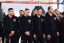 Федерация бокса поощрила призеров чемпионата мира и их тренеров