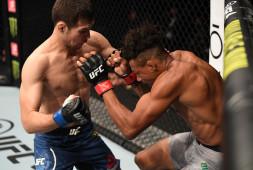 Дебютант UFC Шавкат Рахмонов задушил Оливейру в первом раунде