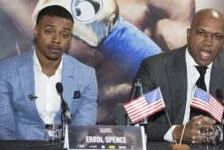Тренер Спенса уверен, что боксер вернется на ринг после операции
