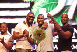 Кадр дня: Адонис Стивенсон посетил конгресс WBC в Мексике