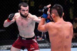 Россиянин Тимур Валиев одержал первую победу в UFC