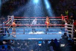 Кадр дня: Оскар Вальдес и Скотт Куигг под дождем