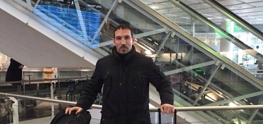 Кадр дня: Фират Арслан прилетел в Москву на спарринги с Григорием Дроздом