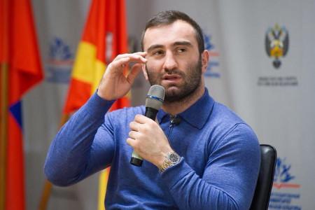 Это короткий бой, ежели Усик будет работать, как сБриедисом— тренер Гассиева