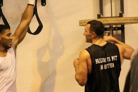 Легенда английского бокса дал прогноз, как завершится бой Джошуа— Кличко