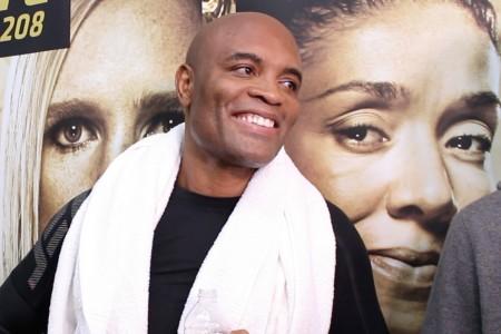 ДеРандами одолела Холм истала чемпионкой UFC