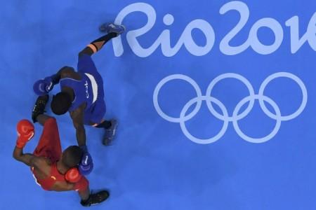 МОК вынес выговор боксерам, делавшим ставки на результаты поединков