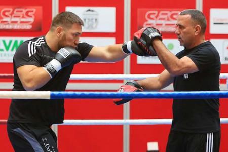 Чагаев защитил титул стабильного чемпиона WBA всупертяжелом весе