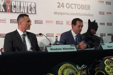Кадр дня: Владимир Кличко и Тайсон Фьюри на пресс-конференции (+ видео)