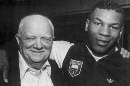 «Крепкий орешек» Брюс Уиллис сыграет легендарного тренера Тайсона