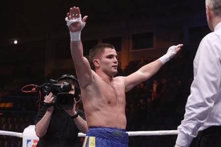 Боксер Митрофанов получил дебютную победу напрофессиональном ринге вСША