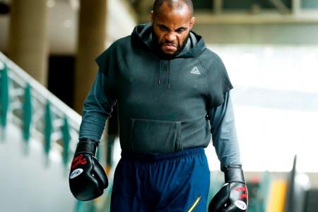 Кормье задушил Джонсона иотстоял титул чемпиона UFC