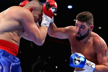 Беллью нокаутировал Флореса после трёх нокдаунов иотстоял титул WBC